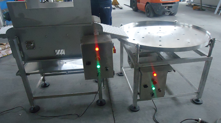 CONVEYOR BELT WITH STAINLESS STEEL CHAIN