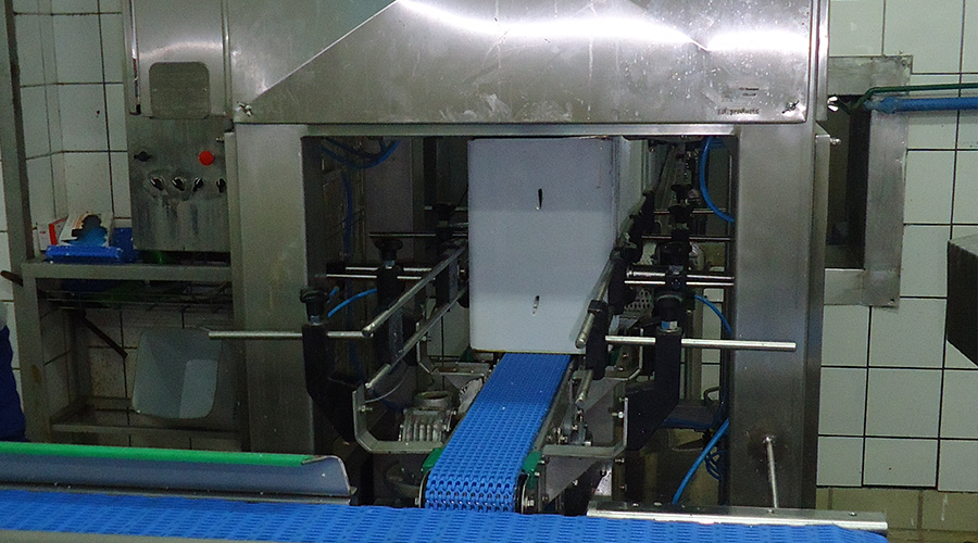 OPENING MACHINE FOR CHEESE CONTAINERS