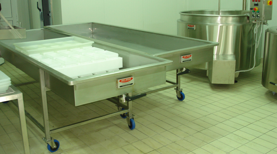TROLLEY BENCHES FOR CURD DRAINING